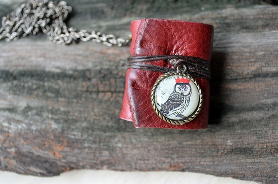 MiniBook Necklace Owl & Vintage Red Color leather