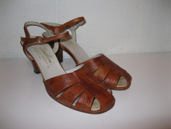 1970s Sandals. Sienna Brown Shoes. Garolini Italian Leather Sandals. Women's size 8