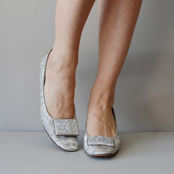 60s mod shoes / metallic silver 1960s heels / Silver Shimmer pumps