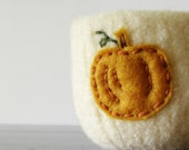 from the pumpkin patch - cream white felted wool bowl with eco felt pumpkin - Thanksgiving home decor, autumn decor, desk organizer - theFelterie