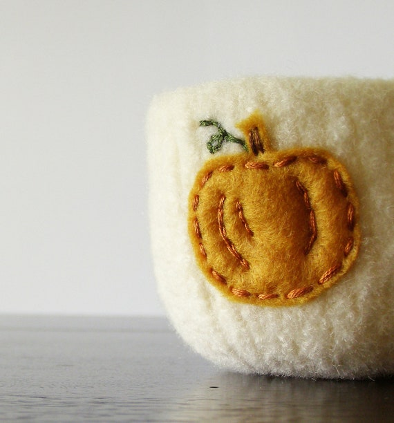 from the pumpkin patch - cream white felted wool bowl with eco felt pumpkin - Thanksgiving home decor, autumn decor, desk organizer