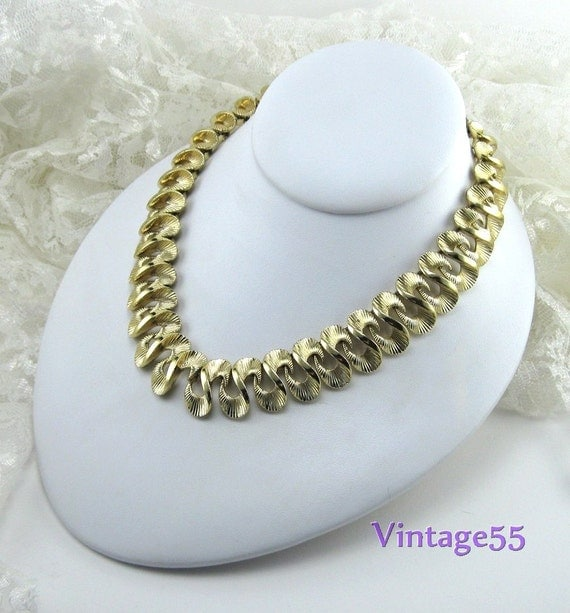 Vintage Necklace Gold tone  Lisner