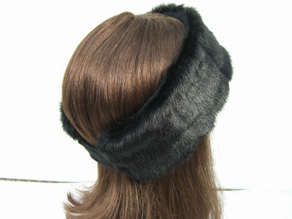 All of our ladies fur hats are made with genuine fur or shearling sheepskin. Both stylish and warm, these fur hats are a must this winter! In today's fashion, women are /5(4K).