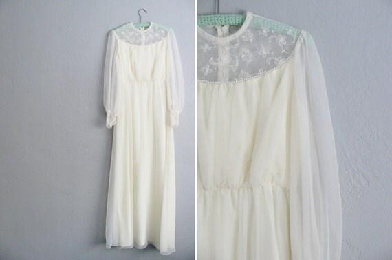 s a l e . vintage cream long sleeve wedding dress / SHEER sleeves, embroidered FLOWERS, PEARLY trim. size s.