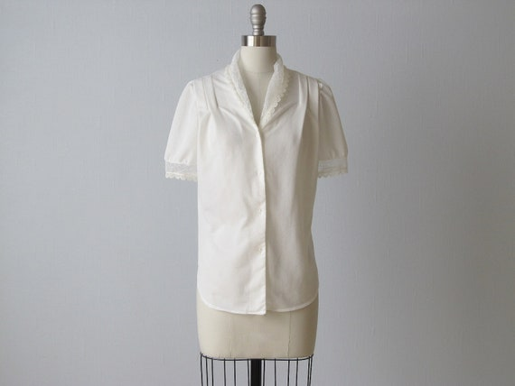 vintage White Blouse / Blouse with Lace Collar / Frosted White