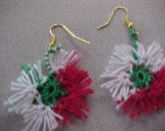 Tatted Christmas Flake Earrings from Dove Country Tatting
