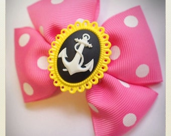 Pin Up-style pink polka dot anchor camee Hair clip, yellow