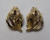 LISNER Flower Gold Clip Earrings