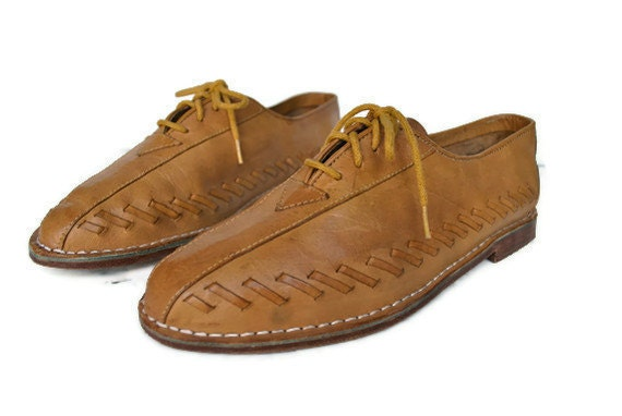 Lace Up Oxford Shoes / honey brown leather / size 7 1/2