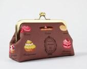 Bag pouch - Pâtisseries françaises on brown - metal frame clutch bag
