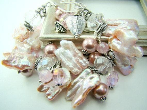Chunky pink bracelet, pink pearl statement bracelet, bridal jewelry,... JULIET