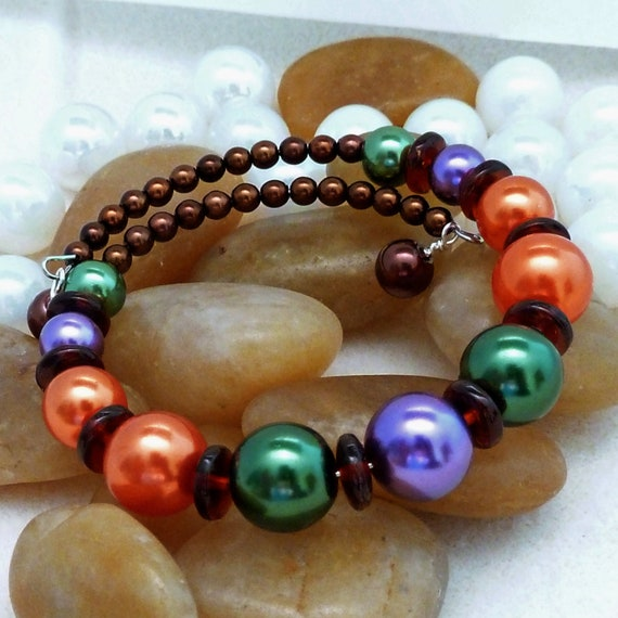 Bracelet of pearls with fall colors (grn/prpl/org/brn), large, memory wire