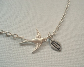 Bird Necklace, Personalized Initial Letter, Bird Pendand with Leaf Mom Sister Friend Necklace Jewelry
