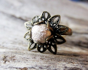 Lacy gold ring. Gold flower ring. Brass flower ring. Antiqued brass ring. Bronze ring. Adjustable ring.