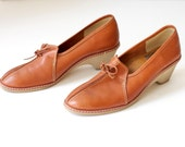 size 8  Vintage 70's Wedge Comfort Heel Brown Leather Fall Fashion