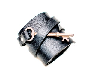 Leather Cuff with Antique Skeleton Key - Steampunk Industrial Hipster Bracelet