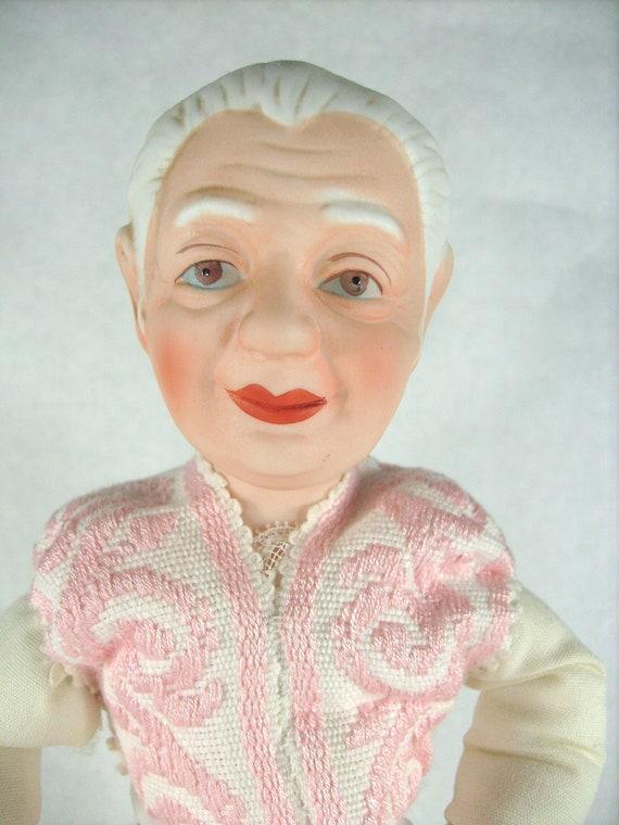 Oma Barbie wird ordentlich durchgezogen
