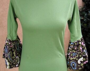 Women's XS/S Green Paisley Flutter T-Shirt