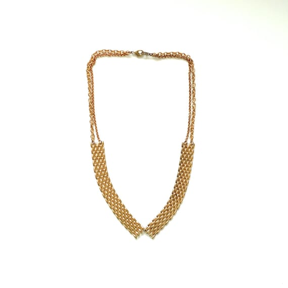 Short collar necklace with mixed chains