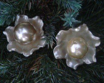 VINTAGE pair of pearlized flower buttons