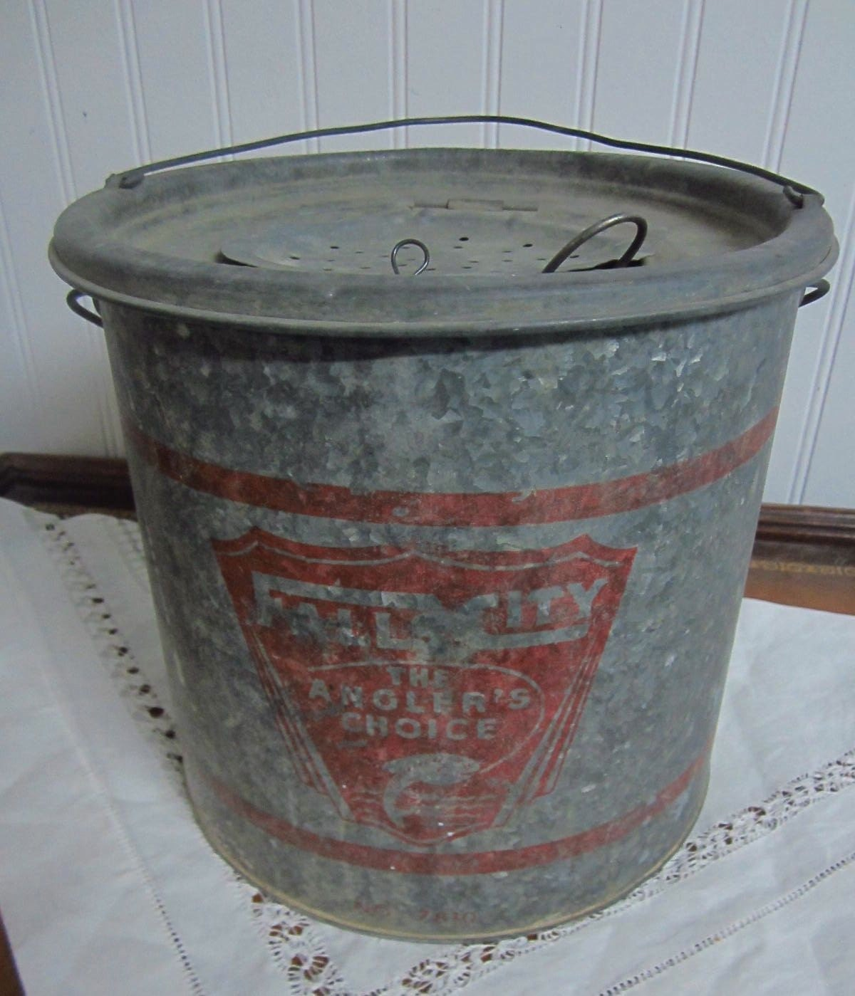 Vintage metal fall city minnow bucket complete by redposie for Old metal buckets