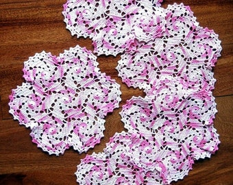 RUNNER Table Dresser Scarf Doily Color Pink White Set 5 Florettes Crocheted Lace Doilies