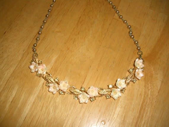 vintage costume jewelry  /  flower necklace