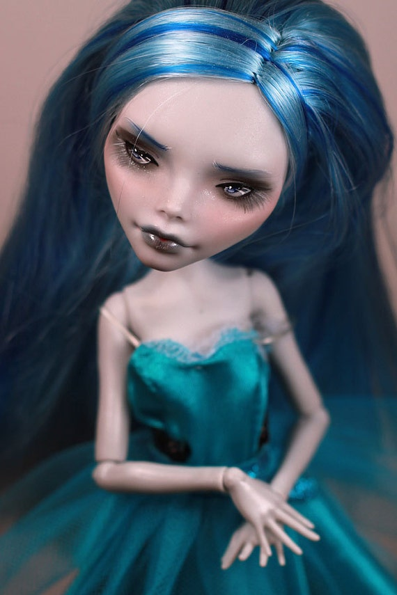 Ghoulia Yelps Repaint (Monster High)