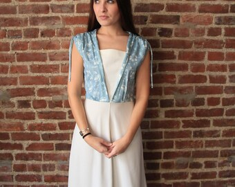 ALICE in WONDERLAND - 70s Boho Dress Ice Blue and White Gathered Shoulder Small