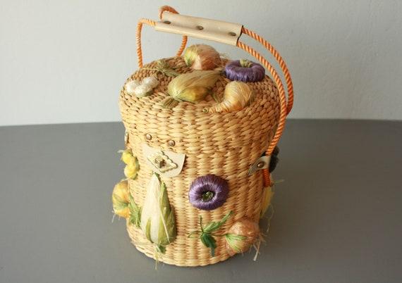 1960s straw bag / novelty bag / fruit bag / woven purse / basket bag / 60s straw purse / tote bag case / farmer's market