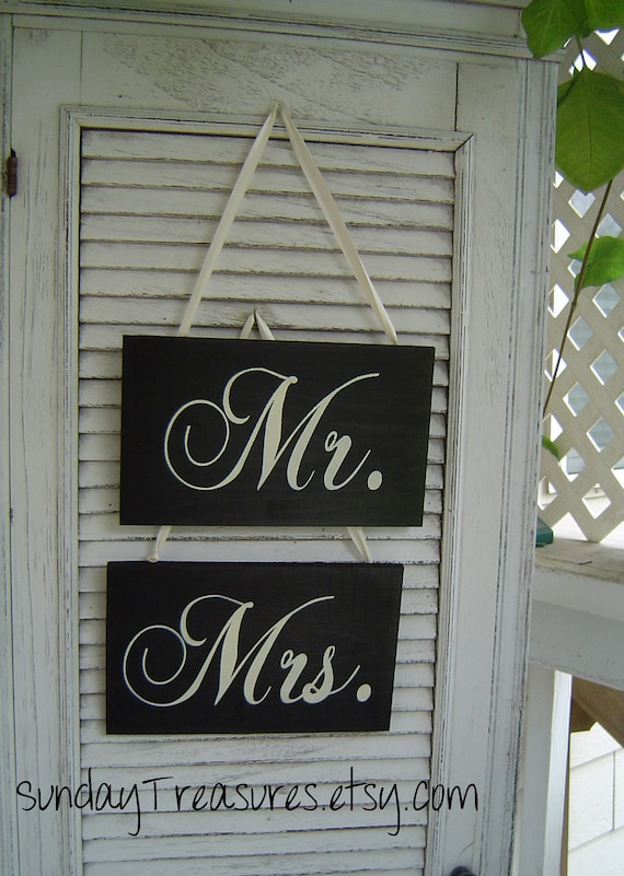 Mr. & Mrs. Wedding Chair Signs / Black White /  Photo Prop /Lovers Sign / Rustic Vintage Wedding Decoration / 5 Day Ship (ref mrmrs)