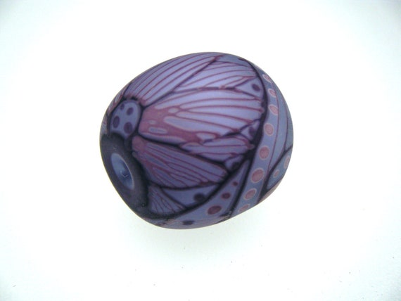 Moogin -  Etched pale lilac oval focal lampwork bead - SRA