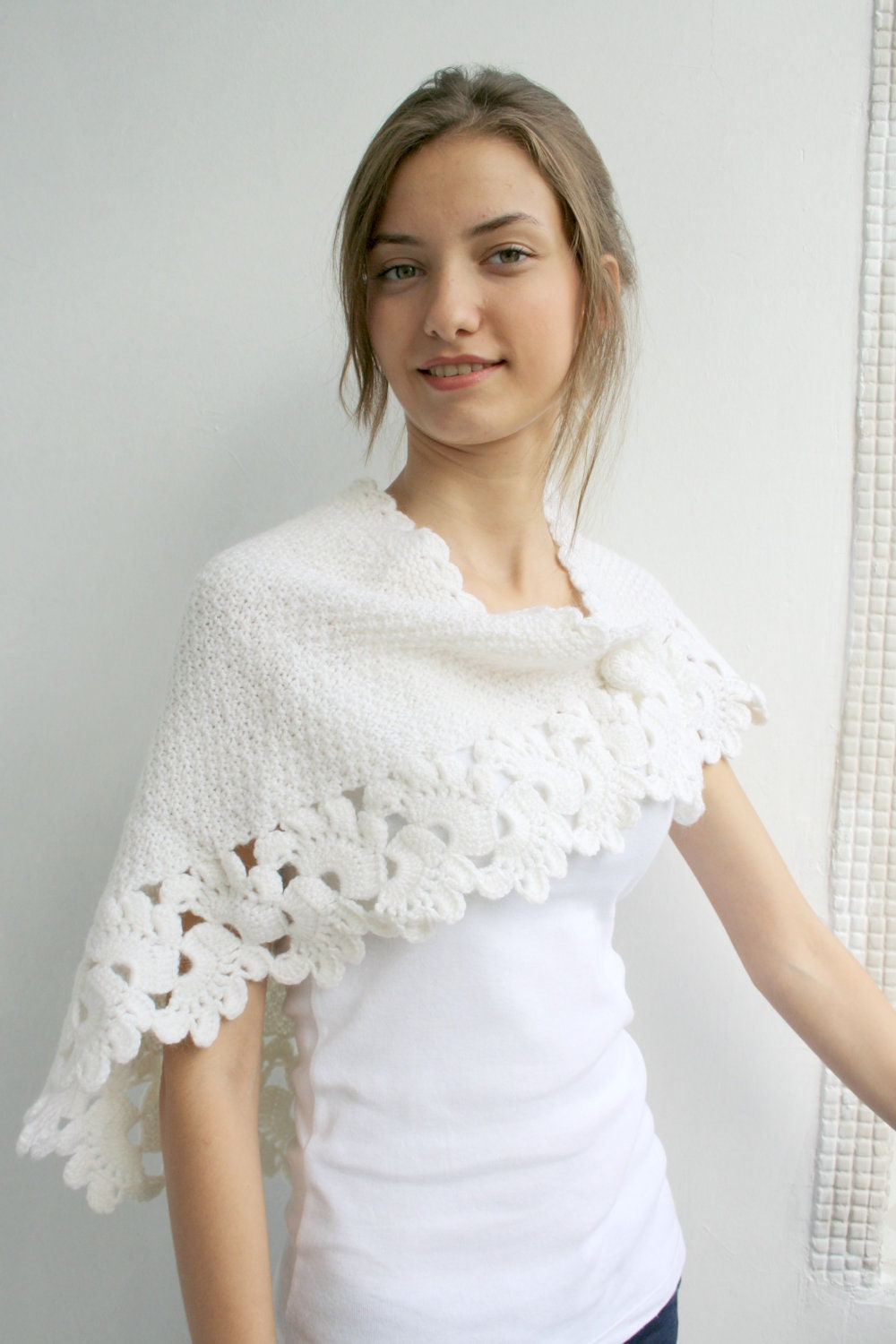 how to wear a capelet
