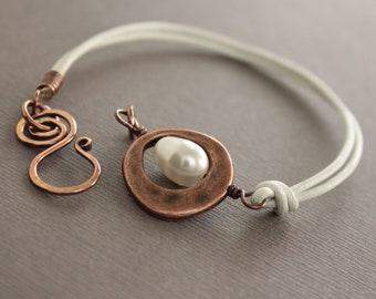 White leather copper bracelet with white Swarovski drop pearl and swan hook clasp - Brass bracelet - Wrap bracelet - BR003