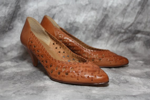 vintage brown woven leather heels size 6.5 M by Fayva