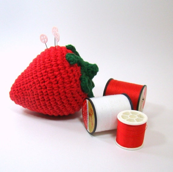 Crochet Strawberry Pincushion, Sewing Pincushion, Strawberry Kitchen Decor, Large Red Strawberry Ornament Gift for Mom, Seamstress Gift