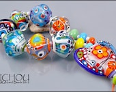 A Hippie loves funky diamonds - Glass Bead Set - organic & diamond shaped in bold and bright colors by MICHOU