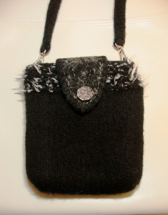 Purse in black felted wool - lined with zipper pockets