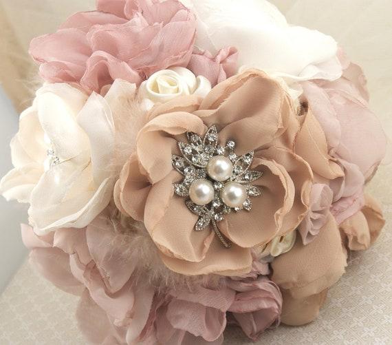 Брошь Букет в стиле ретро из слоновой кости, кремовый, шампанское, румяна и пыльной розы с перьями и кружевом