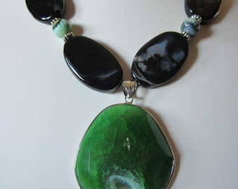 Green and Black Agate Statement Necklace,  Rustic Wedding, Spring Jewelry, Summer Necklace, Beach Wedding, Easter, Wedding, Resort, Rodeo .