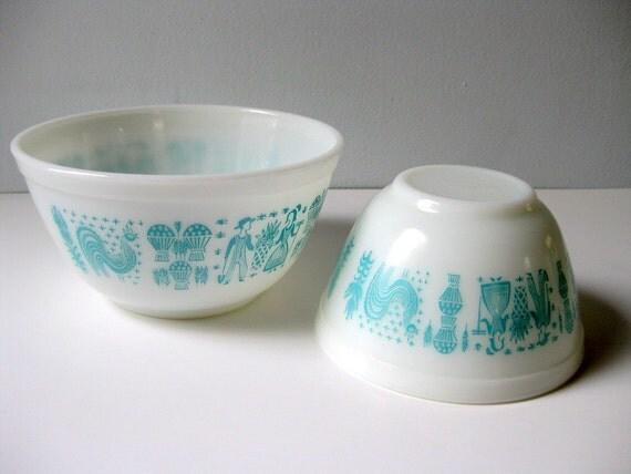 Vintage Pyrex mixing bowls Butterprint