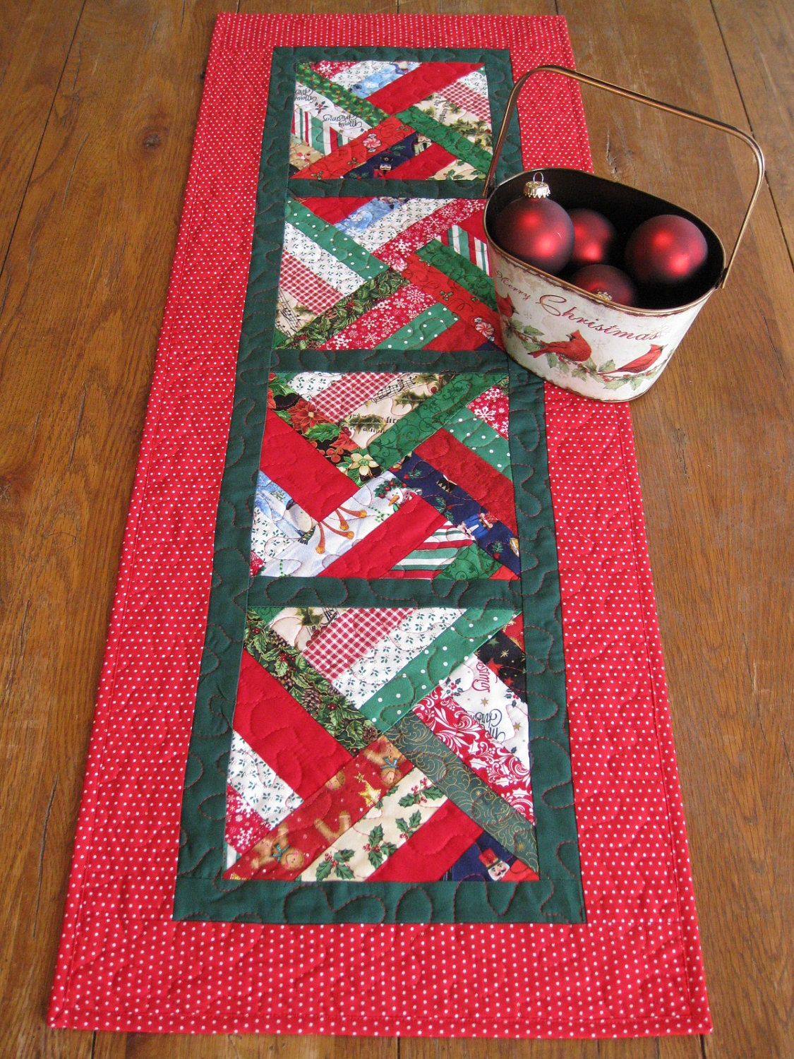 Strip twist quilted table runner christmas