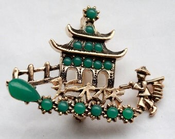 Vintage 1950s Asian Temple with Jade Colored Beads Brooch // Old Hollywood // Faux Jade and Gold Plated Brass Brooch