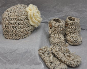 Baby Hat, Mittens and Booties in size 0-6 months