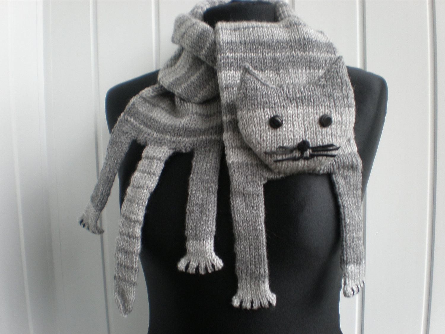 Knitted Cat Scarf Pattern : Hand-knitted grey cat scarf