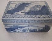 Blue and White Oriental Ceramic Porcelain Box BEAUTIFUL CONDITION no chips or scratches HOLIDAY Christmas