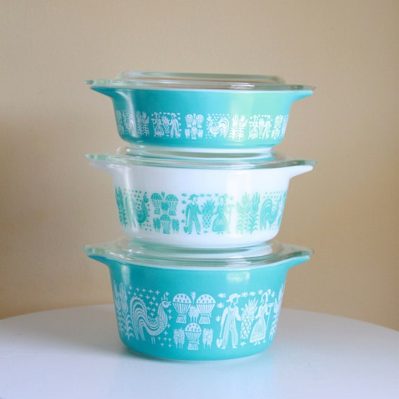 Vintage pyrex turquoise butterprint amish round casserole for Cuisine turquoise