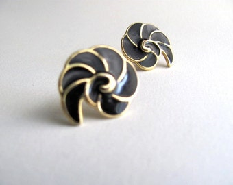 Black enamel and gold geometric swirl vintage earrings, sea shells, 1980s post earrings for pierced ears