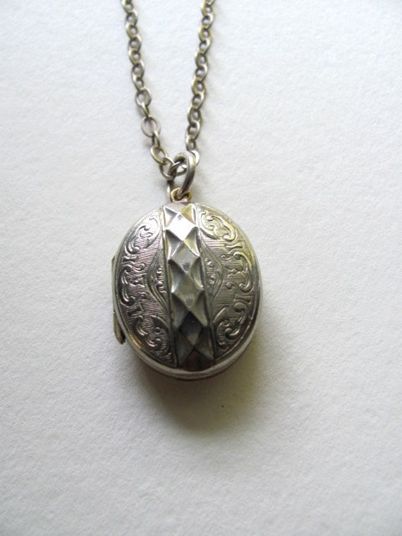 Silver oval vintage photo locket, engraved on antique silver chain
