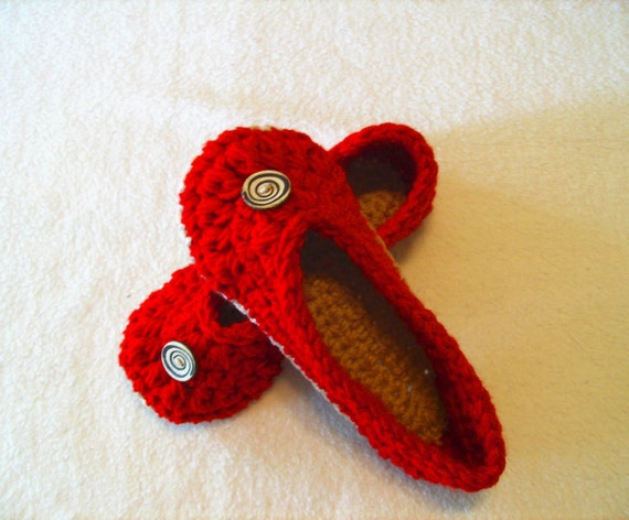 Crochet Oma Slippers - Red and Tan size 7/8